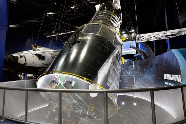 Les navettes spatiales Atlantis et Endeavour au musée Atlant11