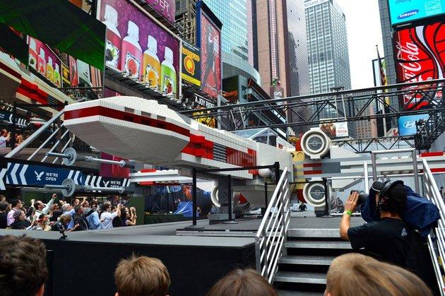 LEGO - X-Wing géant à New York Ef81b310