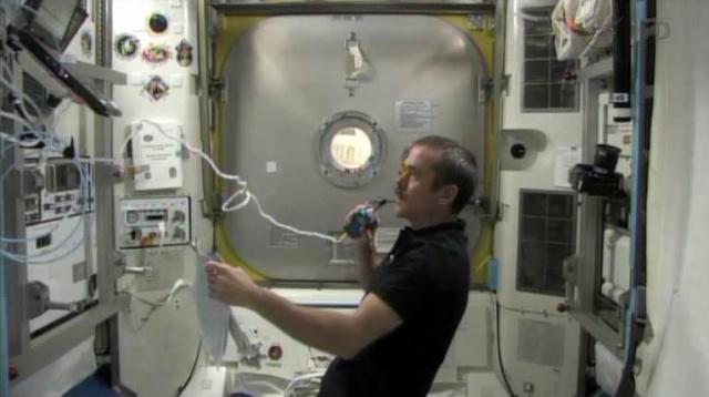 Fuite d'ammoniac à bord de la Station Spatiale Internationale - Segment P6 Eva0210