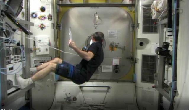 Fuite d'ammoniac à bord de la Station Spatiale Internationale - Segment P6 Eva0810
