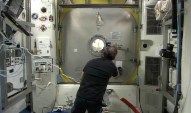 Fuite d'ammoniac à bord de la Station Spatiale Internationale - Segment P6 Eva1110