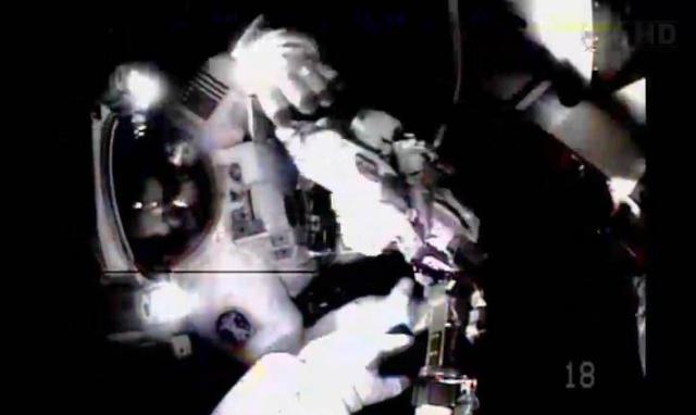 Fuite d'ammoniac à bord de la Station Spatiale Internationale - Segment P6 Eva2510