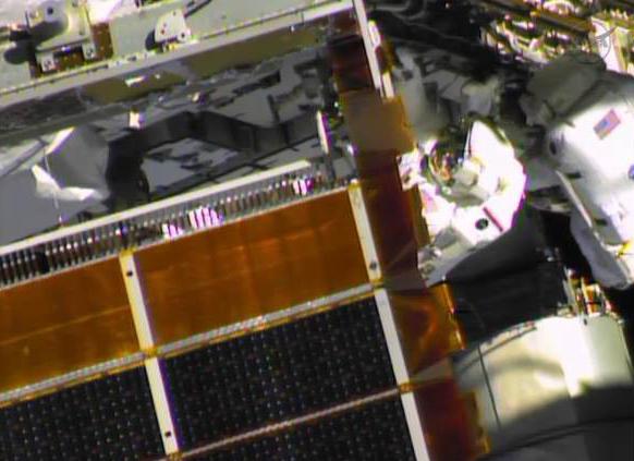 Fuite d'ammoniac à bord de la Station Spatiale Internationale - Segment P6 Eva2610