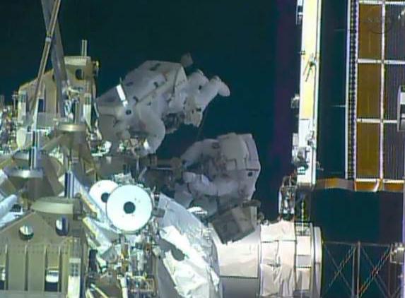 Fuite d'ammoniac à bord de la Station Spatiale Internationale - Segment P6 Eva2910