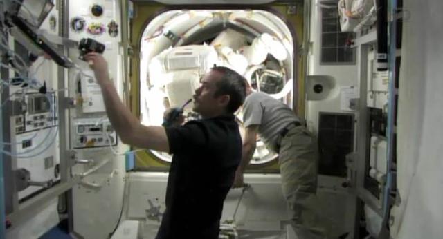 Fuite d'ammoniac à bord de la Station Spatiale Internationale - Segment P6 Eva_110