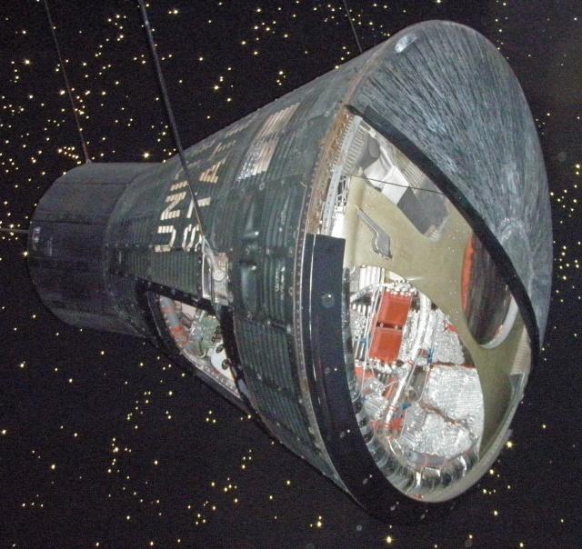 La capsule Mercury - FAITH 7 - au Houston Space Center Faith_12