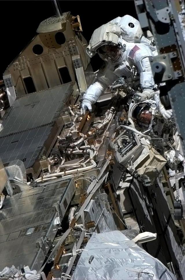 Fuite d'ammoniac à bord de la Station Spatiale Internationale - Segment P6 Hadfie10