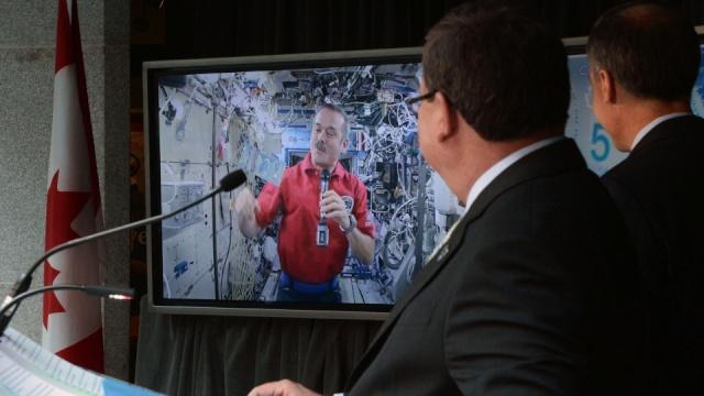 Le Canada émet un billet de 5$ commémorant Canadarm Image10