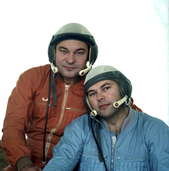 Soyouz TM-2 / Rares documents, photos, etc... Soyuz-10