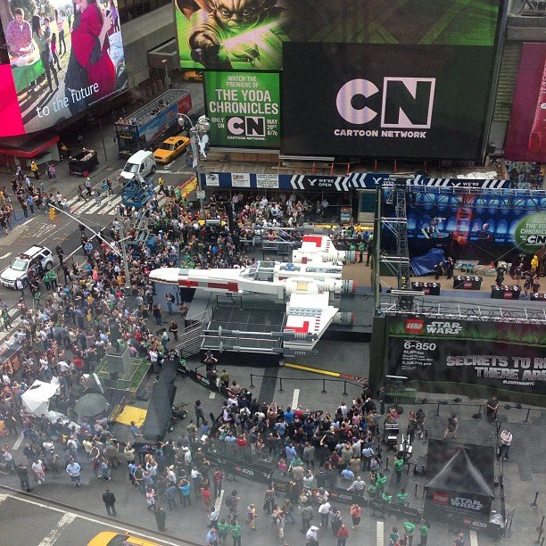 LEGO - X-Wing géant à New York Xwingt10