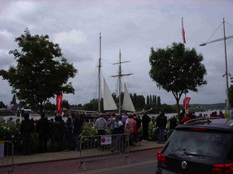 [16 juin 2013] L'Armada : Le départ des bateaux - Page 2 Img_6535
