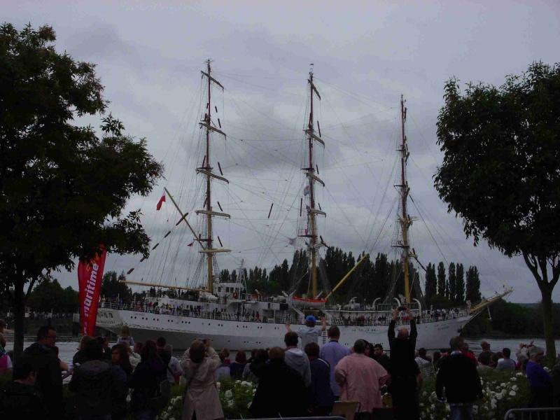 [16 juin 2013] L'Armada : Le départ des bateaux - Page 2 Img_6536