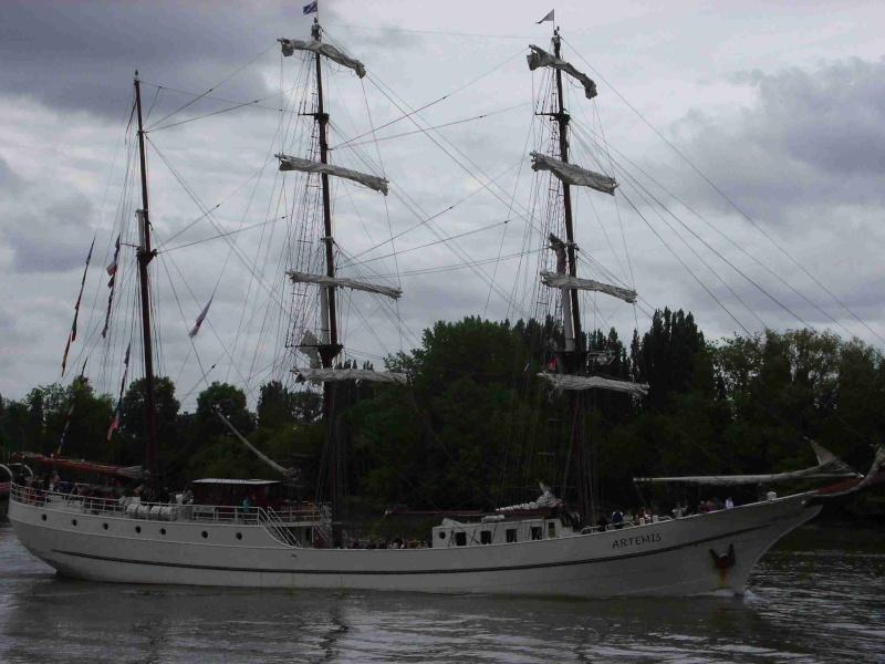 [16 juin 2013] L'Armada : Le départ des bateaux - Page 2 Img_6540