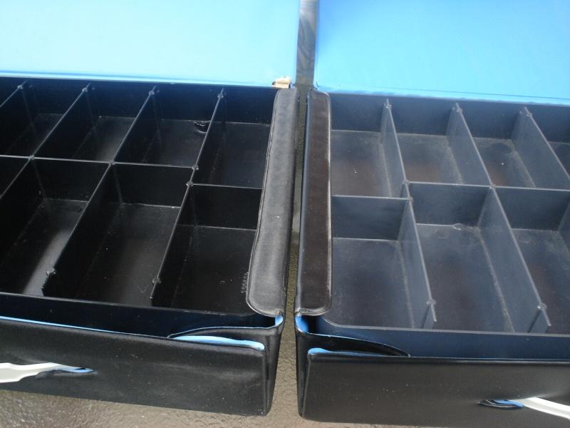 Black figure trays for vinyl minifig cases Dsc06512