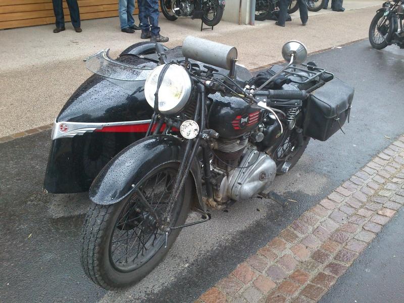 Motos Anciennes rencontrées dans le Cantal (15) Dsc_5738
