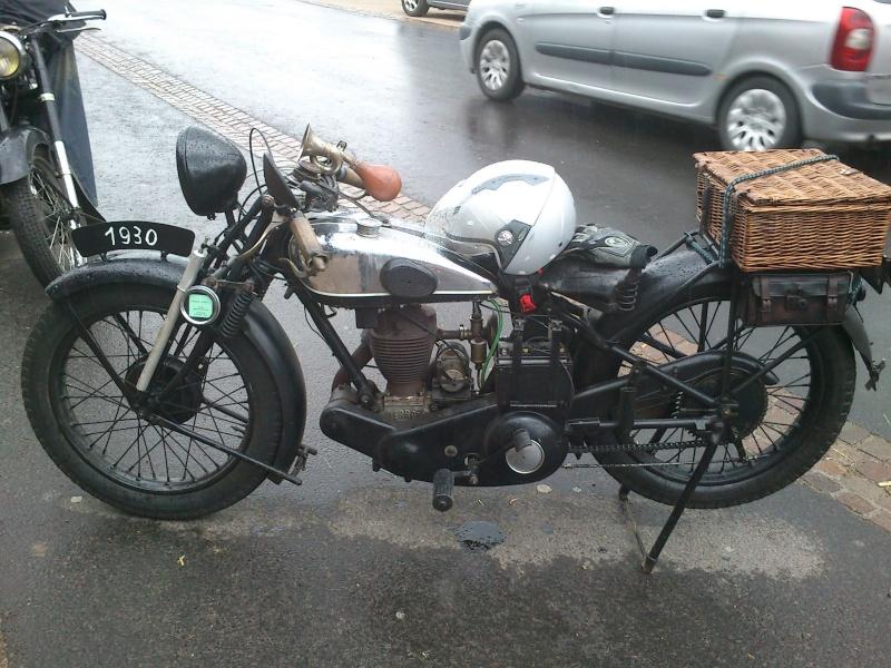 Motos Anciennes rencontrées dans le Cantal (15) Dsc_5739
