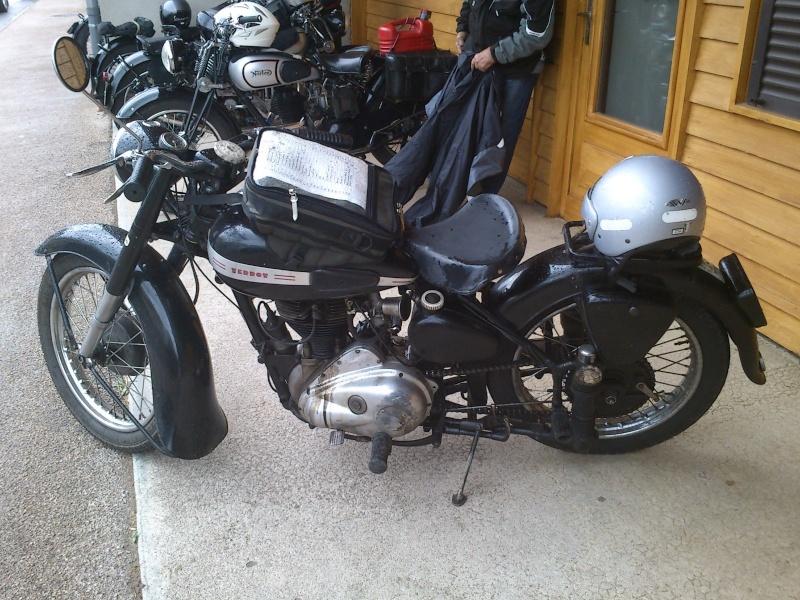 Motos Anciennes rencontrées dans le Cantal (15) Dsc_5740