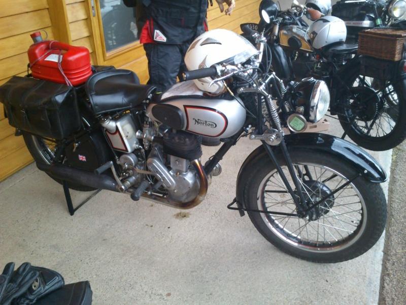 Motos Anciennes rencontrées dans le Cantal (15) Dsc_5742