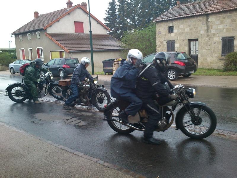 Motos Anciennes rencontrées dans le Cantal (15) Dsc_5743