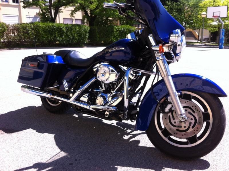combien de STREET GLIDE  sur le forum Passion-Harley Img_0411