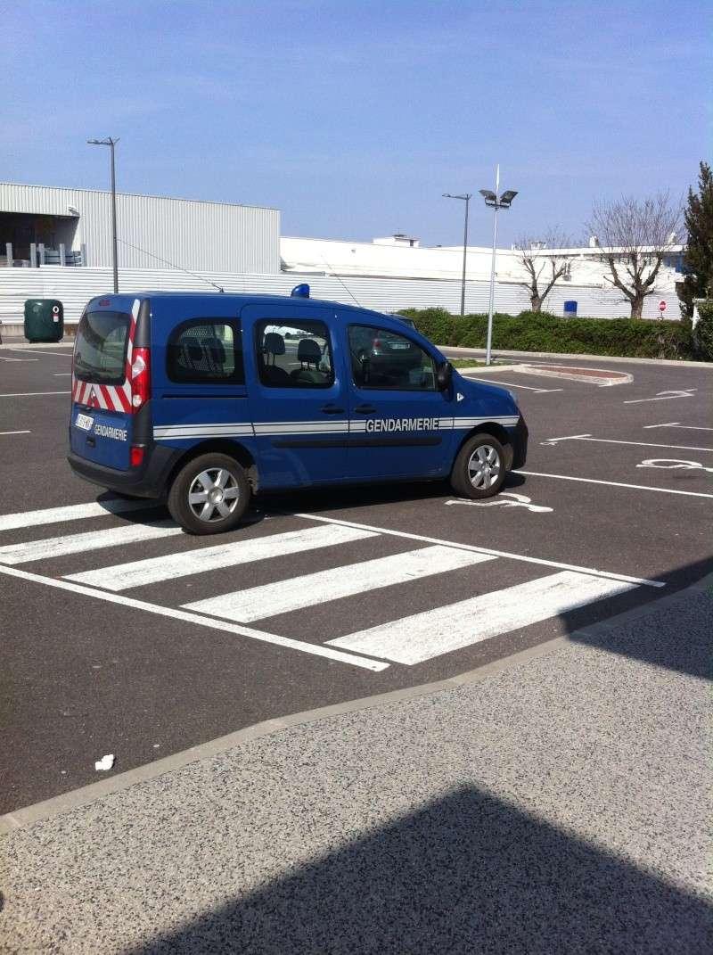 exemple de bon stationnement... pas de PV Hd_08416