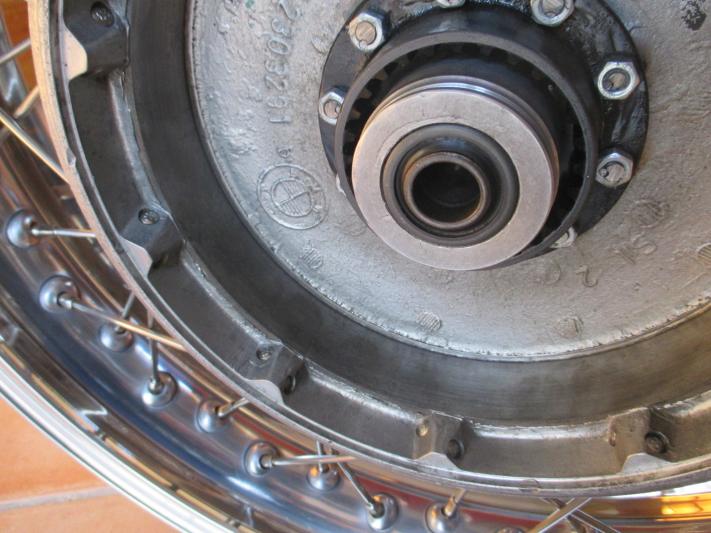 [R100/7 1978] Re-riveter la noix d'accouplement au moyeu arrière 00711