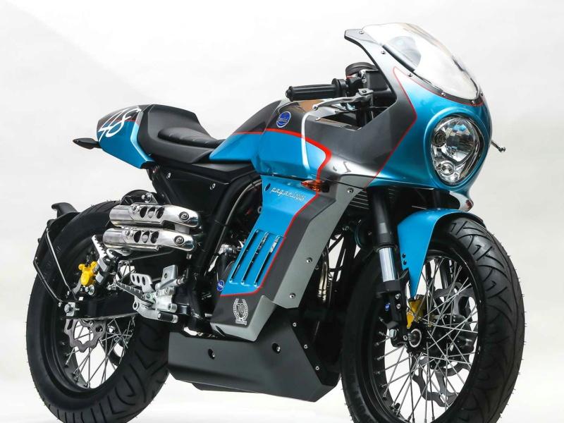 Alpine prépare une moto en collaboration avec MV Agusta Photo-10