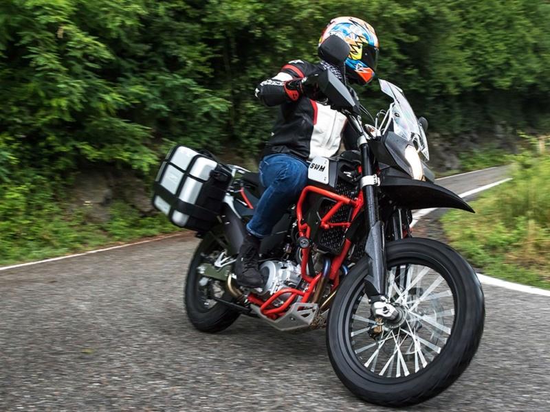 Le retour du trail chez Moto Guzzi : V 85 TT Swm-0010