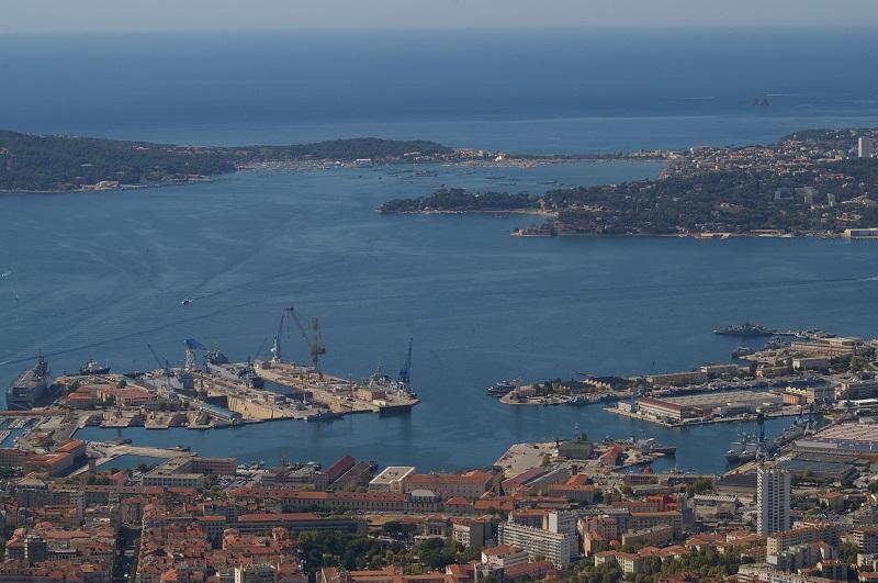 [LES PORTS MILITAIRES DE MÉTROPOLE] Mouvements de Bâtiments dans la rade de Toulon - Page 4 Imgp6711