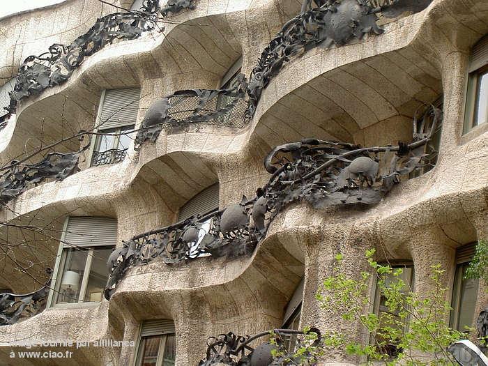 Casa Milà ou La Pedrera - Barcelone - Espagne. 16012410