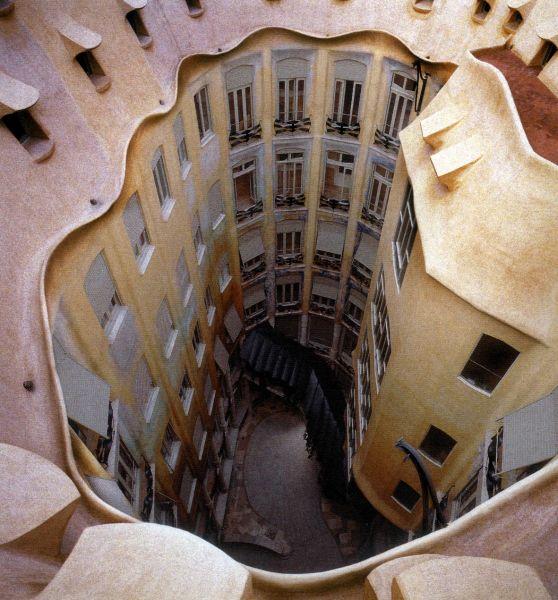 Casa Milà ou La Pedrera - Barcelone - Espagne. Barcel10