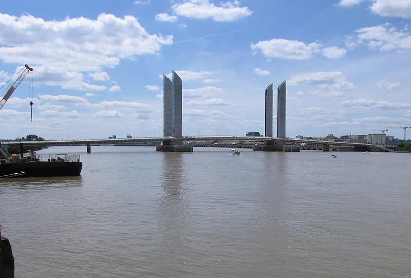 Pont Jacques Chaban-Delmas à Bordeaux - France - Page 2 Imgtsg10