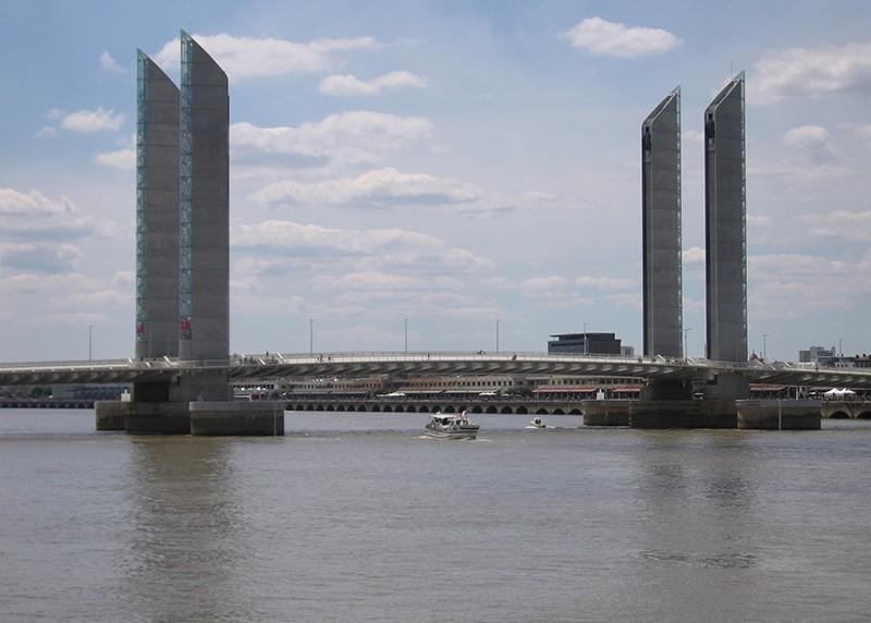 Pont Jacques Chaban-Delmas à Bordeaux - France - Page 2 Imgtsg12