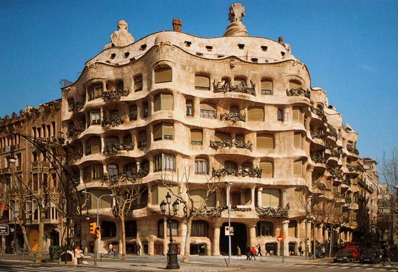 Casa Milà ou La Pedrera - Barcelone - Espagne. Media_10