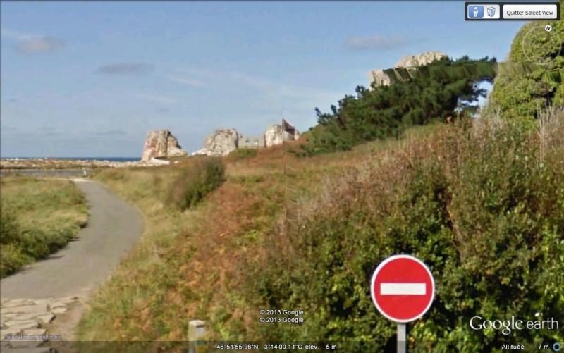 La maison entre 2 rochers - Plougrescant - Bretagne - France. Sv_mai10