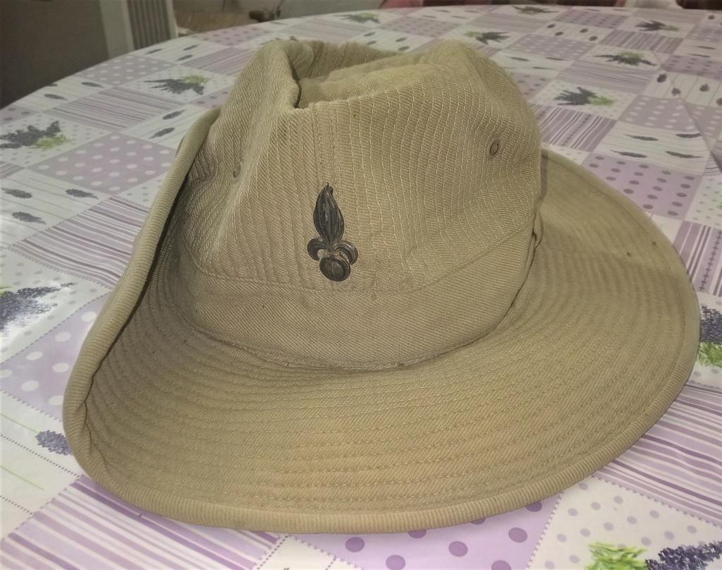 chapeau de brousse beige, insigne argent légion Wp_20307