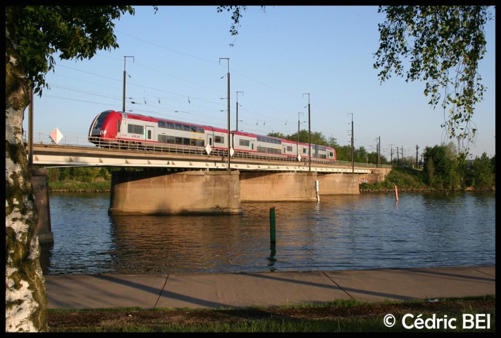 série 2200 [ CFL ] franchit la Moselle 2009te10