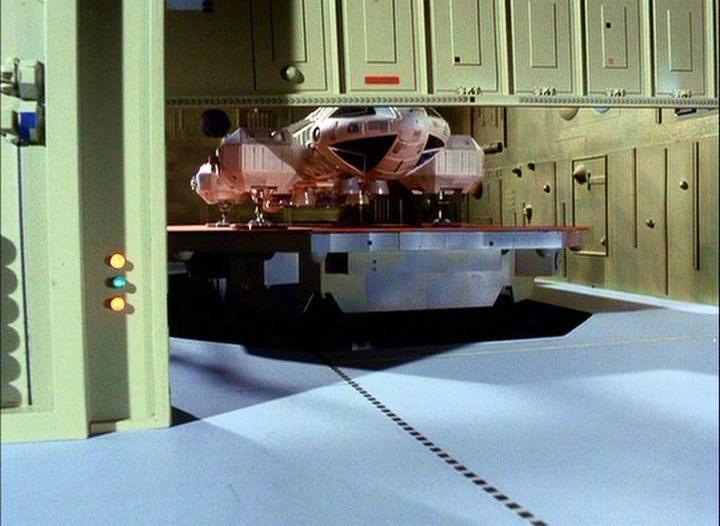 COSMOS 1999 : Hangar BAse Lunaire Alpha Eyhang22