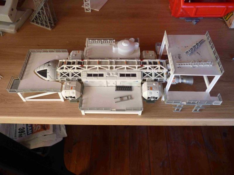 COSMOS 1999 : Hangar BAse Lunaire Alpha Eyhang37