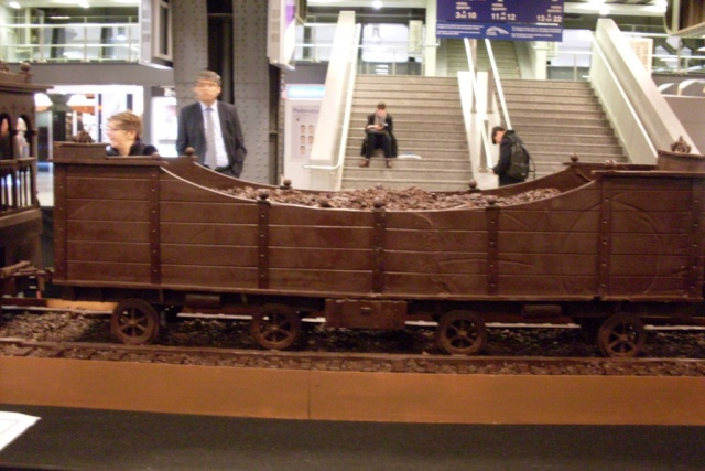 Le chocolat et les autres friandises : C'est bon pour le moral ! - Page 2 Train410