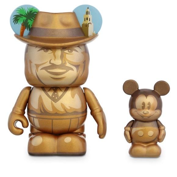 [Recherche] objets à l'effigie de Walt Disney / aimants et badges Disneyland  9b525b10