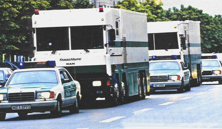(W/B): Classe S 420SE B7 da polícia alemã  5ecc2110