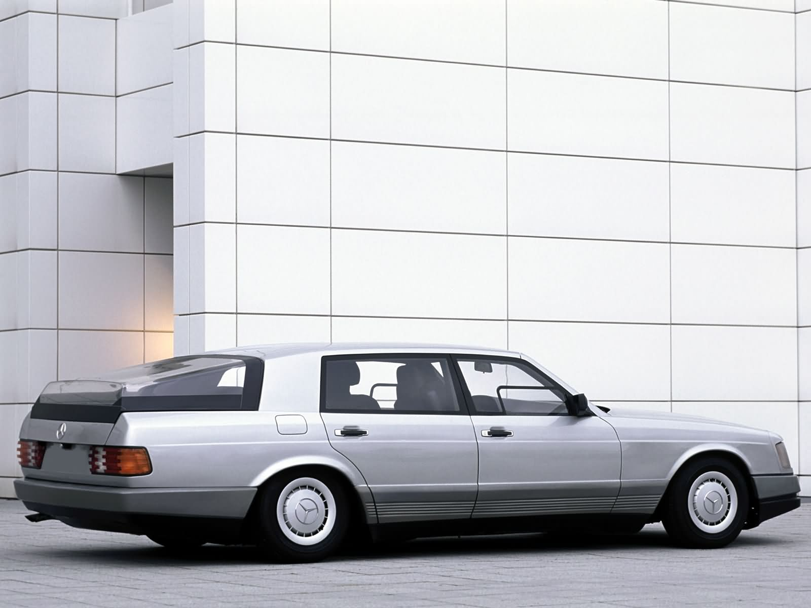 (CONCEITO): Vídeo - Mercedes-Benz 1981 - Auto 2000  Abbf8110
