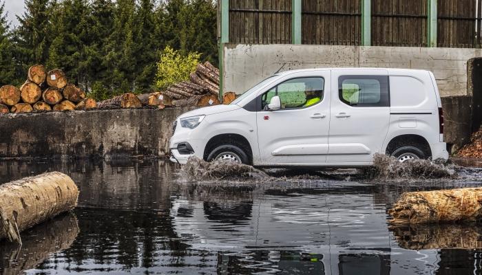 2018 - [Peugeot/Citroën/Opel] Rifter/Berlingo/Combo [K9] - Page 8 17-ope10