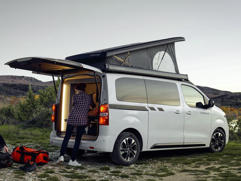 2016 - [Citroën/Peugeot/Toyota] SpaceTourer/Traveller/ProAce - Page 39 Opel_c45