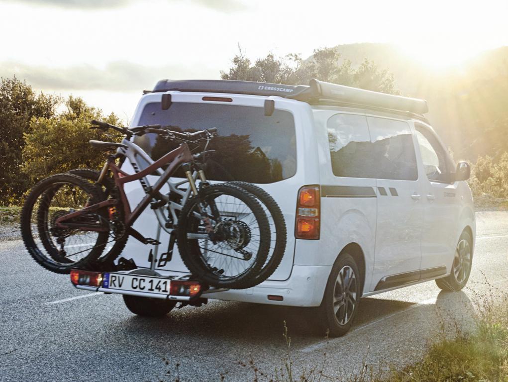 2016 - [Citroën/Peugeot/Toyota] SpaceTourer/Traveller/ProAce - Page 39 Opel_c46