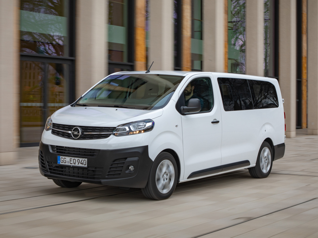2016 - [Citroën/Peugeot/Toyota] SpaceTourer/Traveller/ProAce - Page 39 Opel_v12