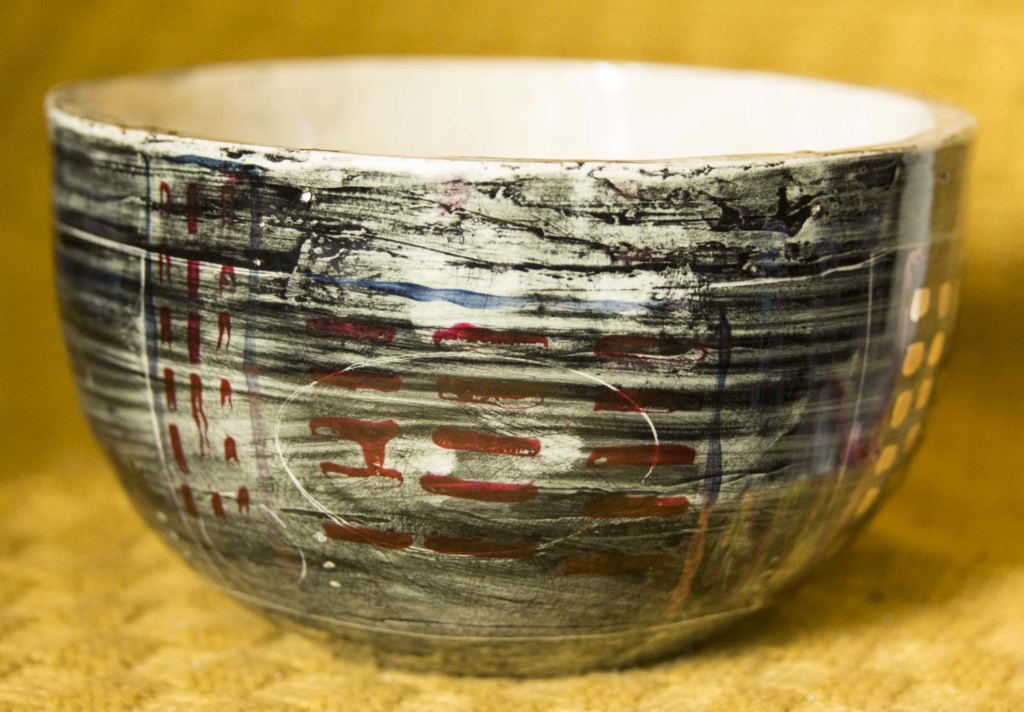 Grey, black and patterned bowl - does anybody recognise the maker? Bbowl210