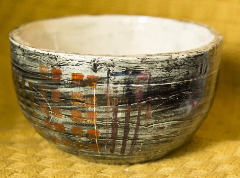 Grey, black and patterned bowl - does anybody recognise the maker? Bbowl211