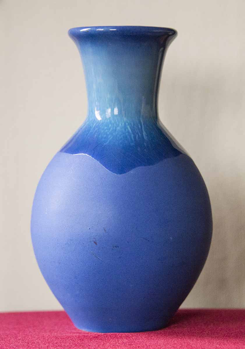 Blue Vase but no hint of maker Bluev210